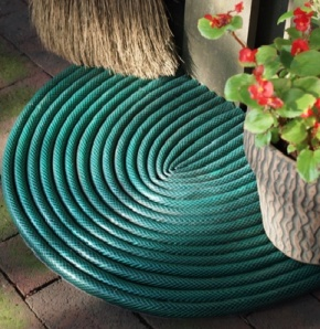 I love this idea for making a garden hose into a floor mat.